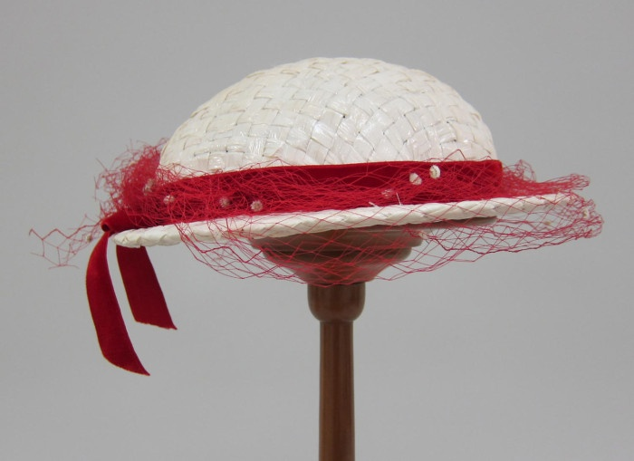 White straw hat with red velvet and net trim | United States, 1953 | Label: Neiman-Marcus, Dallas | University of North Texas