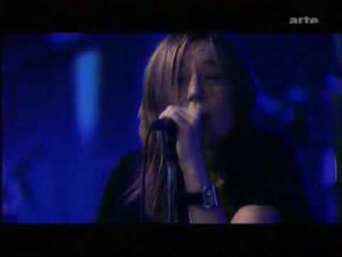 Beth Gibbons - Funny Time of Year (live) - YouTube
