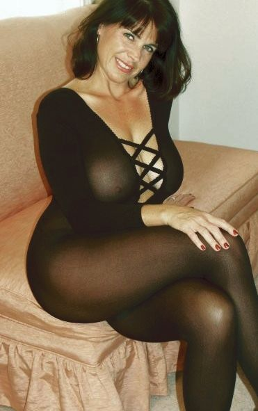 Beautiful Mature With Huge Breasts And Slim Fitting Black -8950