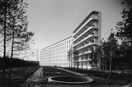 Alvar Aalto, Paimio Sanatorium Przeciwgruźlicze, 1929-30, 2osobowe pokoje, jak najwięcej światła, ogrzewanie sufitowe, wpisany w zieleń, dużo światła i przestrzeni, FUNKCJONALIZM fiński, wyraźna struktura przestrzenna, luźno rozrzucony zespół, swobodna gra brył, najlepsze ustawienie ze wzgl. na nasłonecznienie, żelbetowa konstrukcja, konsole podokienne wywinięte do góry
