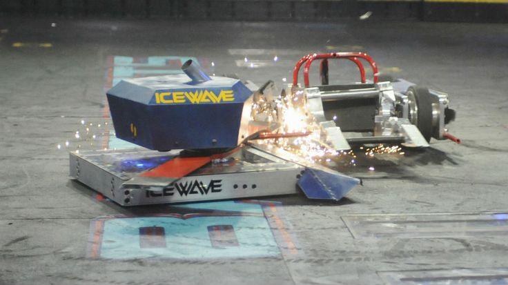 Icewave takes a bite! - Battlebots