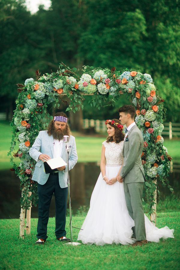 If you've followed The Robertson clan on their hit show Duck Dynasty, you know how important family is to them. So when Three Nails Photography sent the recent Robertson newlyweds, John Luke and Mary Kate's wedding album our way, we knew it would be a