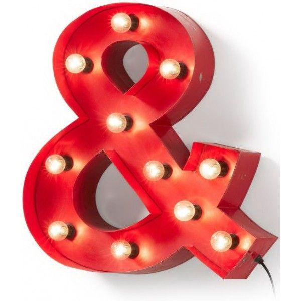 Un accessorio bello, di grande arredo, molto appariscente la & in metallo rosso con 11 luci. Decorazione murale per ambienti moderni, anche bar, pub, pizzerie, uno stile industriale che affascina e conquista.