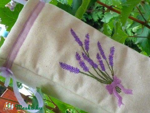 Meska - Levendulás  zsebkendőtartó pannika kézművestől