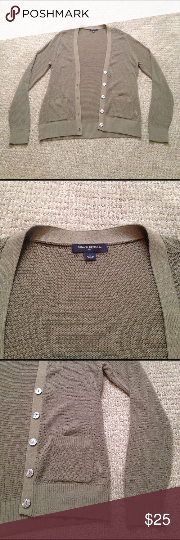Banana Republic Olive green Cardigan like NEW!! This Cardigan is a loose knit so the perfect Cardigan for Spring and Summer. Has cool oversized buttons and pockets!! EUC wish this one fit me! Banana Republic Sweaters Cardigans
