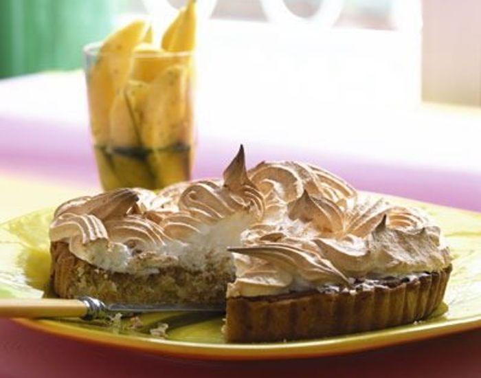 Mangler du en lækker dessert? Vi har opskriften på en skøn kokostærte med en sød marengstop. Den saftige kokostærte vil være et sandt hit hos dine gæster!