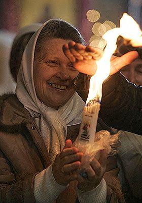 Иерусалимские свечи: практики и ритуалы  Среди всех традиционных свечей, которые используются для практик, молитв и других ритуалов иерусалимские свечи являются особенными. Ведь они несут собой частичку Благодатного Огня, который снисходит в Храме Гроба Господня в Иерусалиме каждый год в Великую Субботу накануне Светлого Христова Воскресения.  Огонь иерусалимских свечей существенно отличается от огня обычной свечи. Огонь обычной свечи символизирует нашу молитву, наш душевный огонь, который…