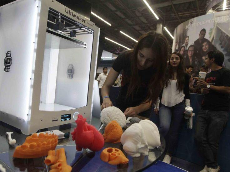 """El Centro Universitario de Ciencias de la Salud (CUCS) de la Universidad de Guadalajara (UdeG), de México, ha lanzado el proyecto """"Cursalia 3D"""" con el cual acerca réplicas de órganos humanos realizadas con impresora 3D a los estudiantes para mejorar sus prácticas docentes."""