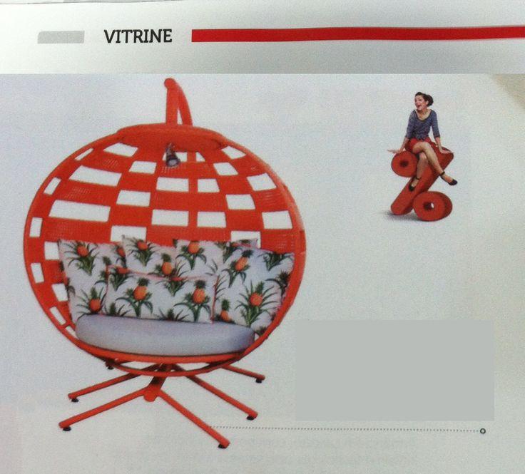 A Day Chaise laranja, da linha Scorpion da Trançarte, foi um dos destaques da coluna Vitrine, da revista Magazine do CasaShopping desse mês de julho. #trançarte #trancarte #casashopping #chaise #daychaise #moveisdeareaexterna #revistamagzine