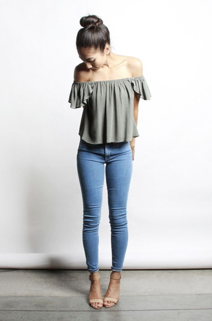 Loose and flowy top with an off-shoulder stretchy and elasticated neckline. Made with lightweight textured, non-stretch material. Available in Olive or White. M