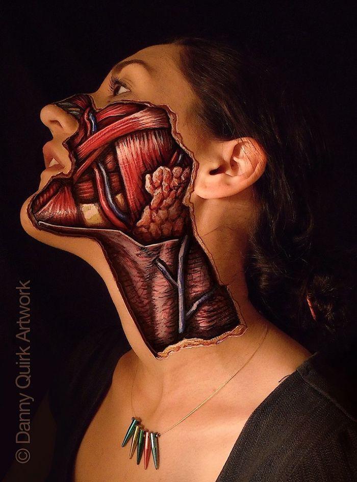 Le body painting anatomique révèlant la biologie sous la peau de Danny Quirk  Dessein de dessin