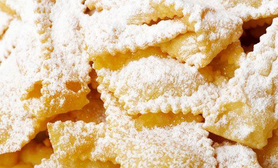 Impossibile resistere ai dolci di Carnevale, ma se non sono fritti il vostro peccato di gola sarà più leggero! Ecco la ricetta delle chiacchiere al forno!  A Carnevale non si può dire di no alle chiccahiere: dolce e fragranti, avrete solo questo periodo dell'anno per gustarle. Se non volete però avere sensi di colpa a causa  … Continued