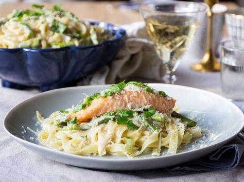 Krämig laxpasta med vitvinssås och parmesan | Recept från Köket.se