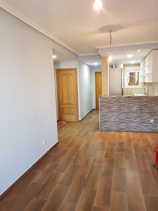 Reforma en general de pisos, viviendas, oficinas, locales comerciales, naves industriales, restauración y rehabilitación tanto de edificios como de viviendas particulares.