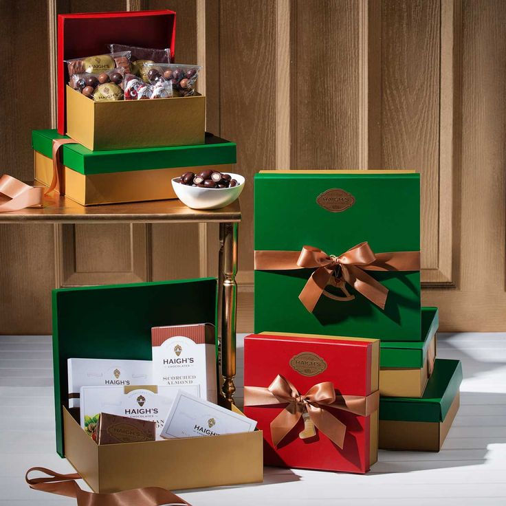Christmas Hampers - Delicious chocolate gifts to share #chocolate #gift #gifts #corporate #Haighs  http://www.haighschocolates.com.au/chocolates/browse/#christmas-collection