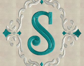 Diseño victoriano estilo eduardiano bordado de corona por StitchElf