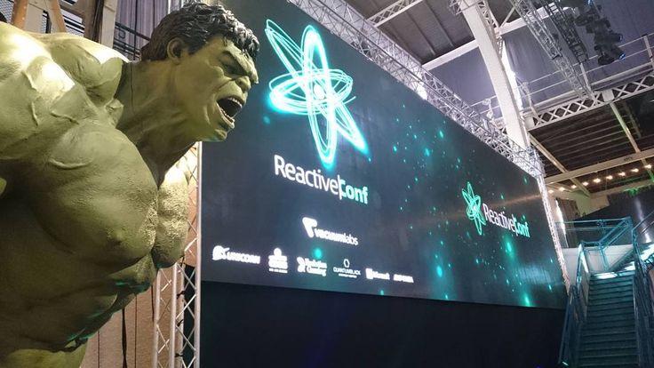 Shooting React Conf with @stancislava.... and Hulk. . . . . #magastudiosk #staratrznica #eventovyfotograf #emotion #programminglife #happytobephotographer