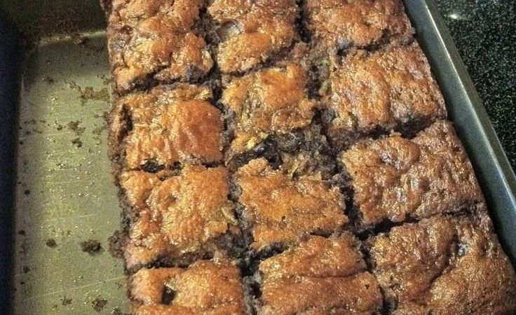 Healthy Zucchini & Peanut butter brownies! http://www.luciecolt.com/zucchini-brownies/