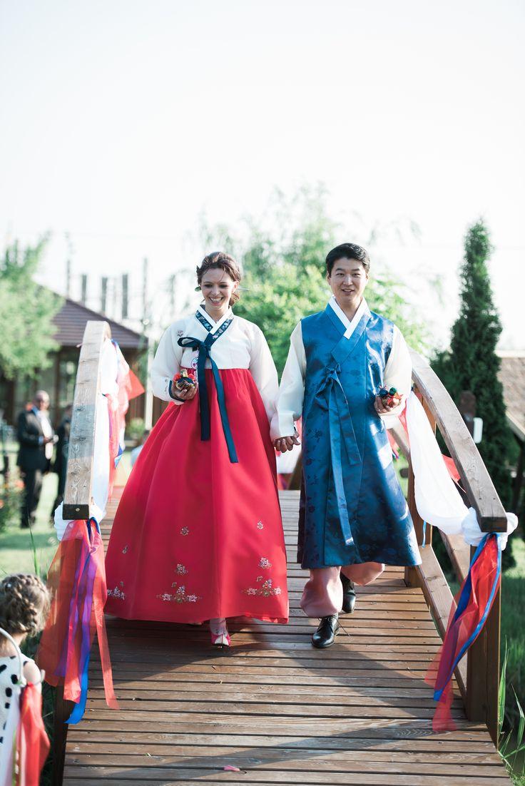 Koreai-magyar esküvő autentikus szertartással