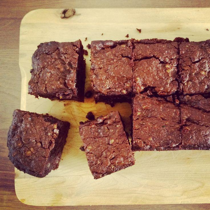 Ben je op zoek naareen lekkere brownie maar wil jehet tochverantwoord houden? Probeer dan deze super lekkere brownie met courgette eens.Ja,je leest het goed. Er zit courgette in! Laat je daar ...