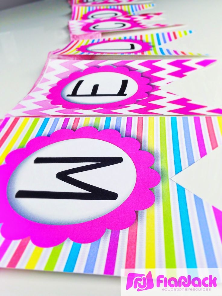 FREE Neon Welcome Banner in English and Spanish at the Bilingual Teacher Clubhouse