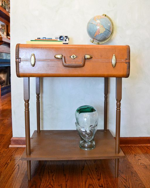 How to Make a Suitcase Table - Or Just Take the Top Off an Old Table & Bolt the Suitcase to The Legs.: Ideas, Side Tables, Old Suitcases, Wooden Tools Boxes, Vintage Suitcases Tables, Suitca Tables, Suitcase Table, Front Doors, Accent Tables