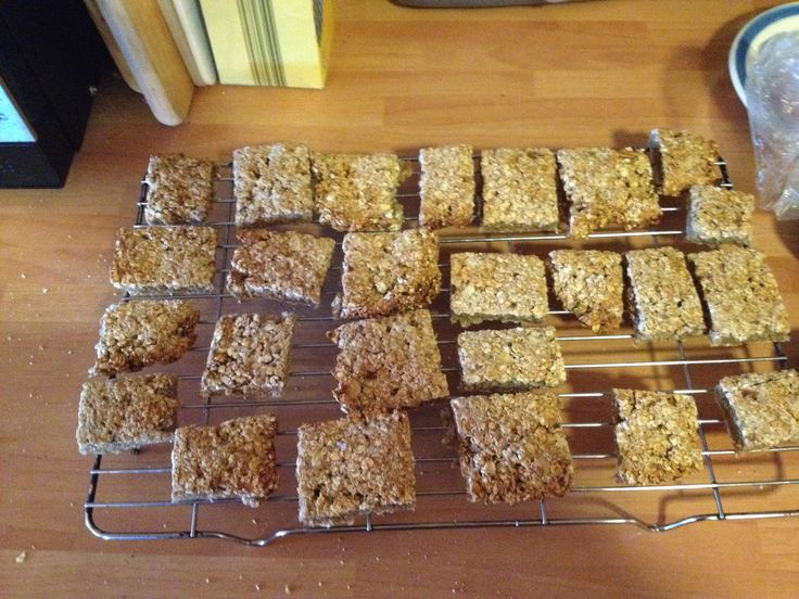 Filling and healthy flapjacks  10oz porridge oats 1 apple grated 2 bananas mashed 1 egg 1 tsp cinnamon  1tsp sweetener  Mix all ingredients together and bake at 150 for 20 mins - half an hour