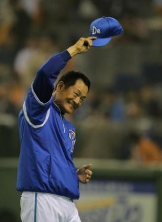 <巨(Tokyo Giants)・D(Yokohama Baystars)>笑顔で引き揚げるDeNA・中畑監督(Kiyoshi Nakahata)