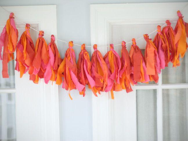 Nice variation tying multiple pieces of fabric into one knot.: Diy Ideas, No Sewing, Crafts Ideas, Fabrics Scrap, Fabrics Tassels, Tassl Buntings, Crafts Night, Fabrics Tassl, Fabrics Buntings