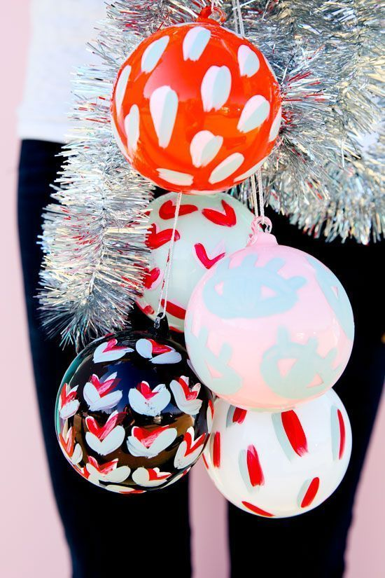 Painted pattern DIY holiday ornaments in 15 minutes