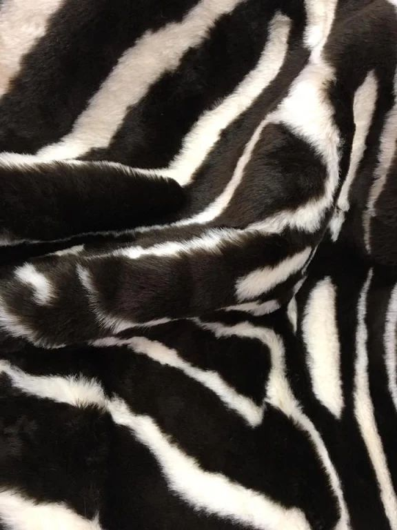 M s de 25 ideas incre bles sobre alfombra de piel de - Alfombras animal print ...