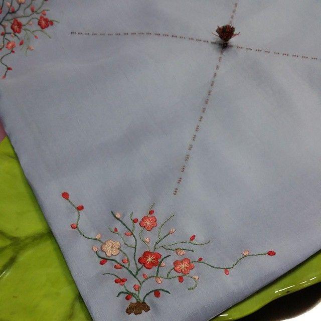 Blowing blossom/ 금연씨의 전시 작품 #니들스튜디오 #보자기 #전통자수 #자수보자기 #자수 #조각보 #embroidery #needlework #needlestudio #프랑스자수