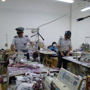 Tra le righe...: Varese, anche un bambino di otto anni a lavoro nelle fabbriche della moda