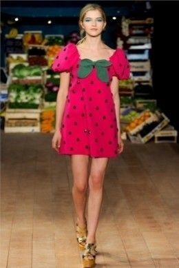 L'abito fragola by Moschino Cheap and Chic