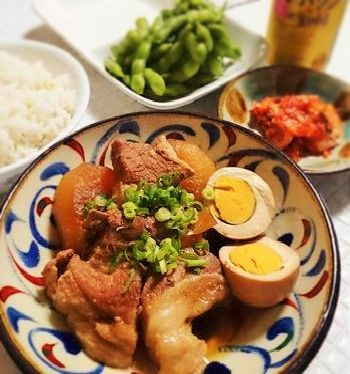 豚肉の料理をとりわけ美味しく見せてくれるのは、ラフテーやミミガーなど、沖縄料理が豚肉をふんだんに使うから。