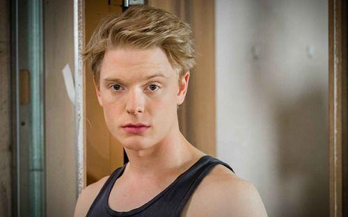 stuartdakins:  freddie fox killing it in both gendersbe still my bisexual heart