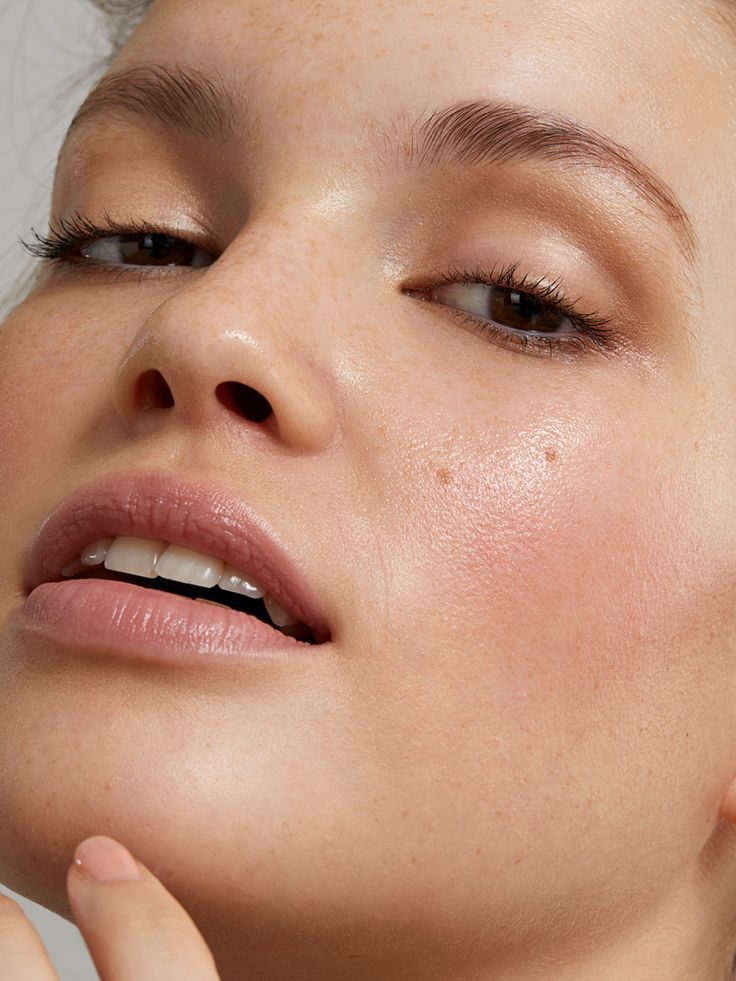 Your Ultimate Guide To The No Makeup Makeup Look Glow Organic In 2020 Organic Makeup Makeup Looks Minimalist Makeup