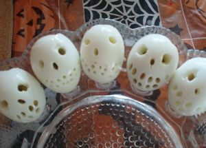 RECIPE : Skeleton Deviled Eggs (Source : http://www.thriftyfun.com/tf25168493.tip.html)