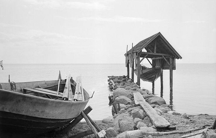 Brevik, Västergötland, Sweden | Boats and boathouse at lake Vättern.1932