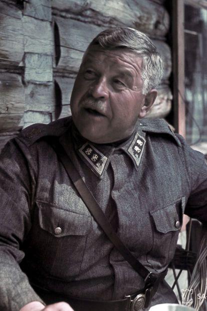Kenraaliluutnantti Taavetti Laatikainen kesällä 1942 Kuva: SA-kuva / Hans Lindh