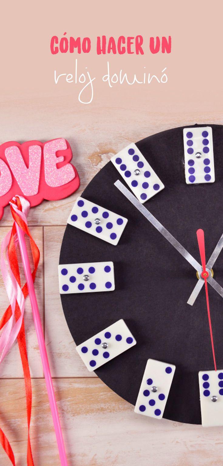 Este tip es un el regalo perfecto para tu novio, un original reloj de pared hecho con un dominó, le encantará. Es muy fácil de hacer y no necesitas mucho dinero.