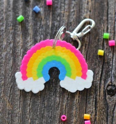 DIY Rainbow perler bead keychain - craft idea for kids // Szivárvány kulcstartó vasalható gyöngyből - kreatív ötlet gyerekeknek // Mindy - craft tutorial collection