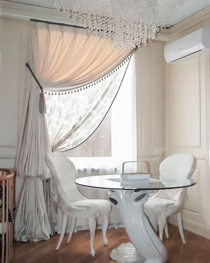 вот так оформили #окно в столовой дизайнеры @studio_celebrity: #тюль из коллекции #Peisly #galleria_arben #шторы #портьеры #tulle #декорокна