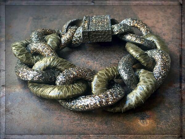 A(R)MORE ►►► #ONLINESHOP ≫≫≫ www.schmuck-reichenberger.de ►►► FACEBOOK ≫≫≫ www.facebook.com/schmuck.reichenberger ►►► #uhren #schmuck #burghausen ►►► #armcandy #armparty #glitznglam #armbänder #snakeleather #snakebracelet #bracelets #glitznglam #coolbracelets #armschmuck #kmoparis #jewelry #luxuries #jewelrymakestheoutfit #schmucktrends #trendschmuck #schmuckstyles #fashionjewelry #onlineshopping #schmuckshop #schmuckblog