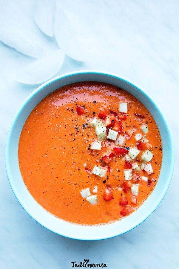 Bardzo lubię gazpacho i dlatego w lecie niemal zawsze mam w lodówce ogromną porcję. Czasem też zdarza mi się zjeść je na mieście, ale z regułyjestem wtedy porządnie rozczarowana – zamiast gazpacho najczęściej dostaję mdły, rzadki, [...]