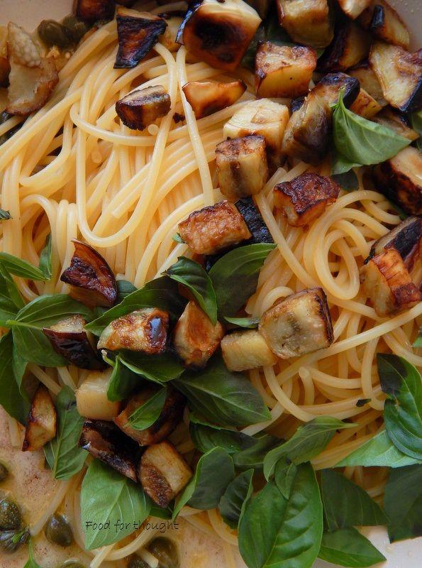 Food for thought: Μακαρονάδα με μελιτζάνες, κάπαρη και βασιλικό