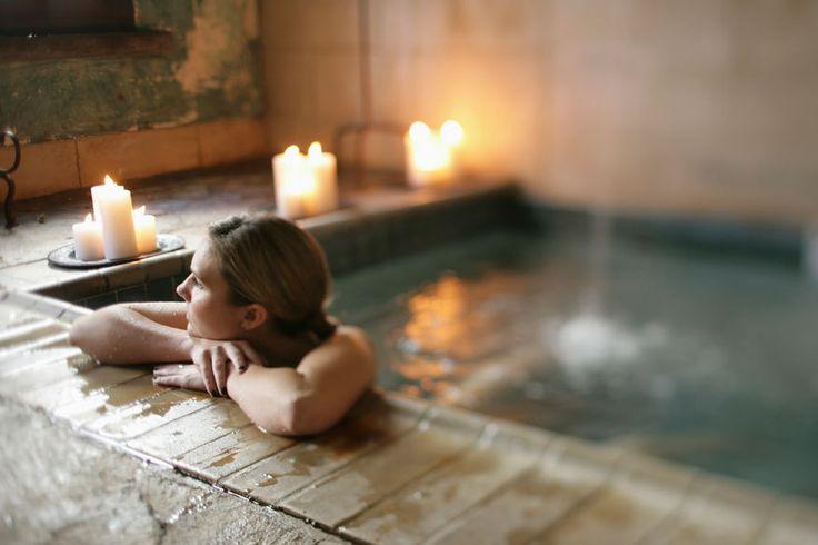 Wellness im Winter: Die schönsten Hotels, Thermen, Saunaparks und Day Spas http://www.travelbook.de/deutschland/Auszeit-vom-Schmuddelwetter-Well-Yes-172765.html