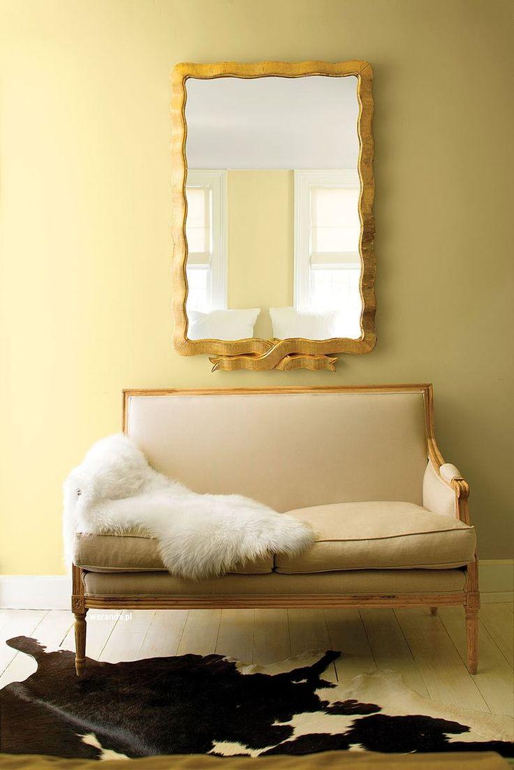 Kolor we wnętrzu // modne kolory ścian // fot. mat.prasowe: http://www.weranda.pl/urzadzamy/sciany/kolory-scian-w-pokoju-sypialni-kuchni-jak-je-dobierac #design #home #colors #walls #inspirations #wall #interriors #ideas #happy #chair #furniture #sofa #yellow #beige #mirror #white #kolory #ściany #farba #meble #kolorowe #inspiracje #kolor #malowanie #wnętrza #mieszkanie #remont #inspiracje #pomysły #kanapa #salon #pokój #dom #kolorystyka #porady #diy #beż #żółty #złoty #lustro #biały…