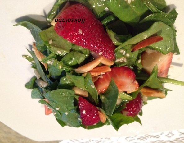 Святковий салат із шпинатом