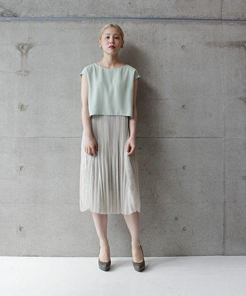 夏に着たい爽やかコーデ。ミントグリーンとベージュで清潔感とエレガントさを演出。40代アラフォー女性におすすめのチュールプリーツスカートコーデ♪